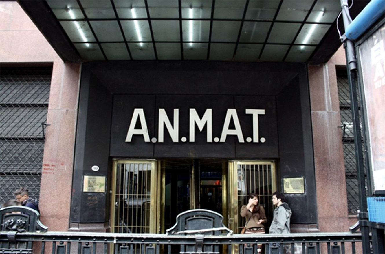 La Administración Nacional de Medicamentos, Alimentos y Tecnología Médica (ANMAT).
