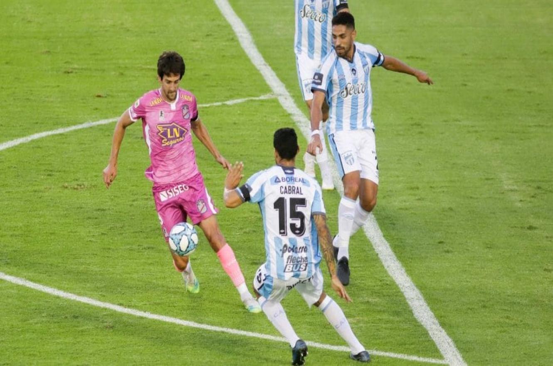 En el descuento, Atlético Tucumán logró el triunfo y mantuvo su puntaje ideal