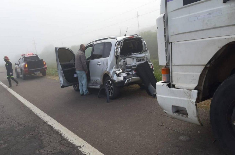 Un camión chocó de atrás a un auto en Autovía 14