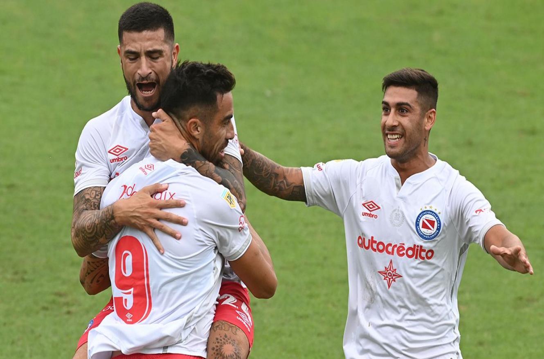 Con gol de Gabriel Ávalos, Argentinos eliminó a Colón de la Copa Argentina