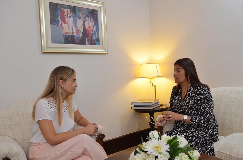 La subsecretaria de la Juventud, Brenda Ulman, se reunió el viernes pasado con Mariel Ávila, esposa del gobernador Gustavo Bordet, para analizar la planificación del trabajo anual del organismo.
