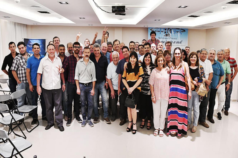 El movimiento sindical se reunió con el intendente electo de la capital provincial, Adán Bahl, para ratificar el respaldo y el acompañamiento a la gestión municipal que en pocos días asumirá en Paraná.