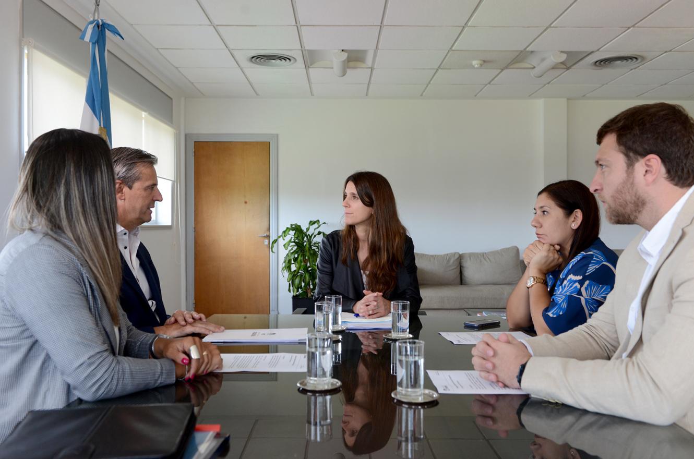 Bahl y funcionarios municipales con Inés Arrondo