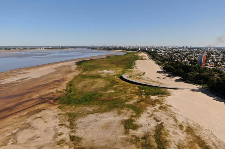 """La Laguna Setúbal en la ciudad de Santa Fe es un claro testigo de la bajante que padece el río Paraná. Desde el martes 10 de noviembre, la altura del río se """"clavó"""" en 60 centímetros."""