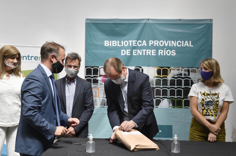 Bordet abrió los sobres con las ofertas para poner en valor la Biblioteca Provincial
