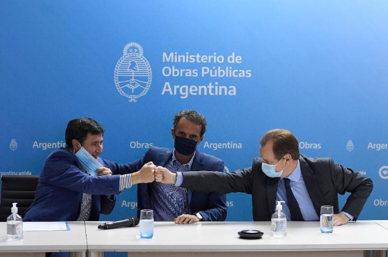 El gobernador Gustavo Bordet y los ministros de Obras Públicas, Gabriel Katopodis, y de Desarrollo Social de la Nación, Daniel Arroyo