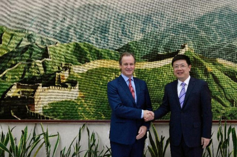 Bordet y el embajador chino