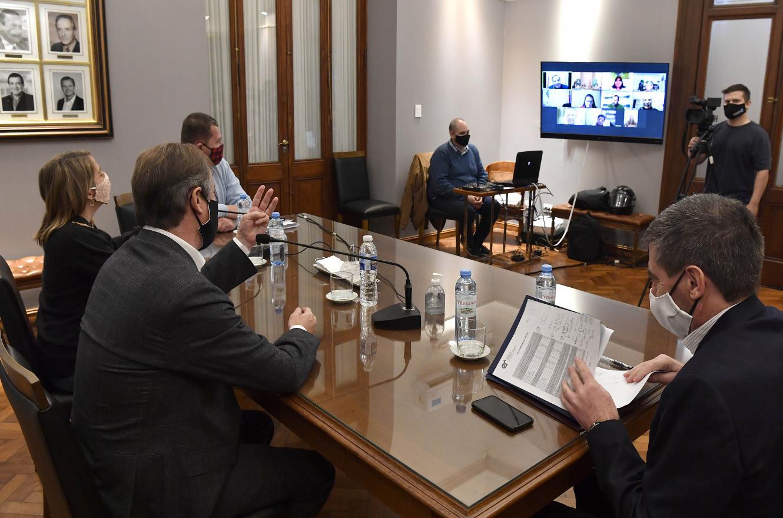 Bordet analizó con senadores oficialistas el proyecto de Emergencia Solidaria