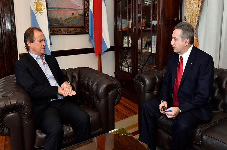 Bordet con el cónsul uruguayo Darío Estades Rodao