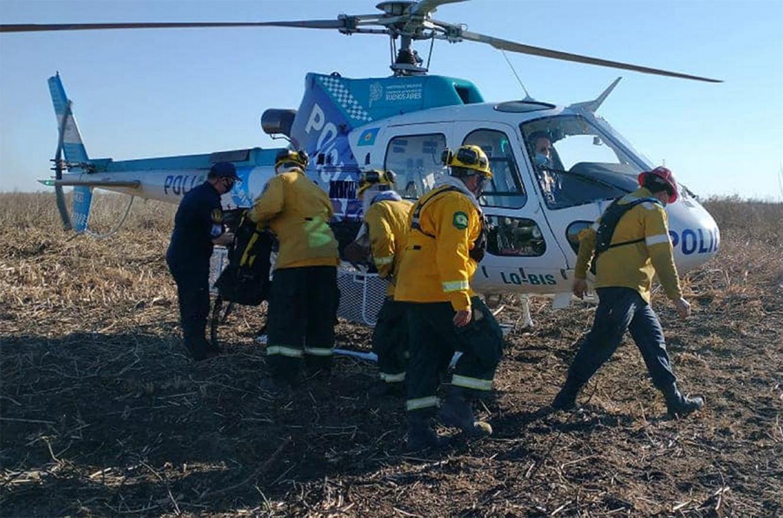 Con aviones hidrantes, helicópteros y brigadas terrestres se combaten los incendios en la zona del delta entrerriano.
