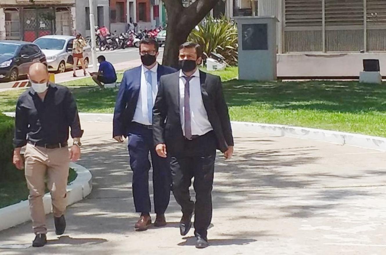 Buffa junto a sus abogados