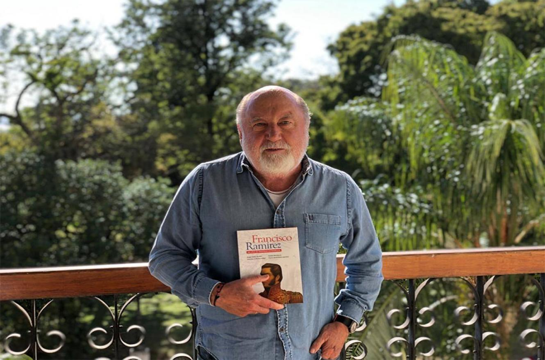 Jorge Busti presentando en sociedad el libro Francisco Ramírez: 200 años de identidad entrerriana.
