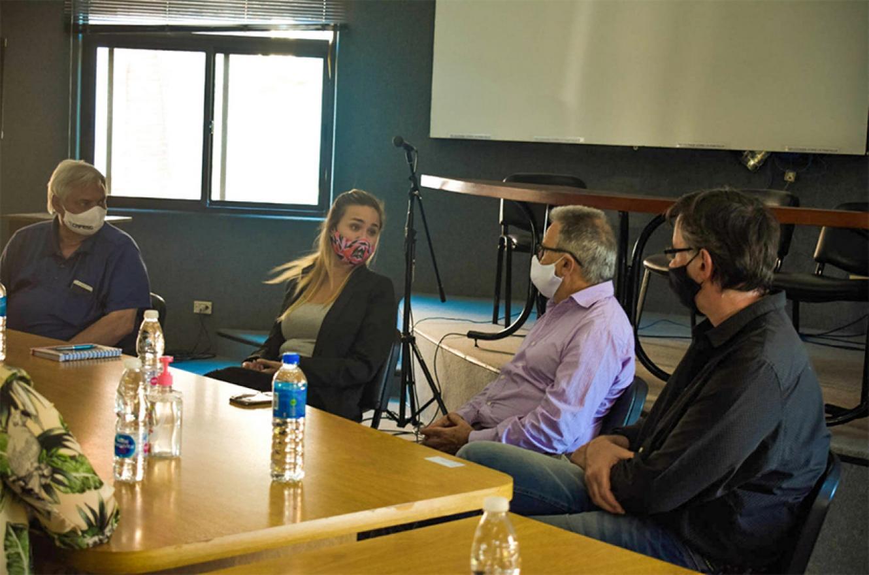 La subsecretaria de la Juventud, Brenda Ulman, se reunió con el titular de la Comisión Administradora para el Fondo Especial de Salto Grande (Cafesg), Luis Benedetto.