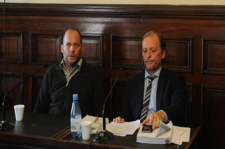 Lucas Carrasco junto a su abogado, Guillermo Vartorelli