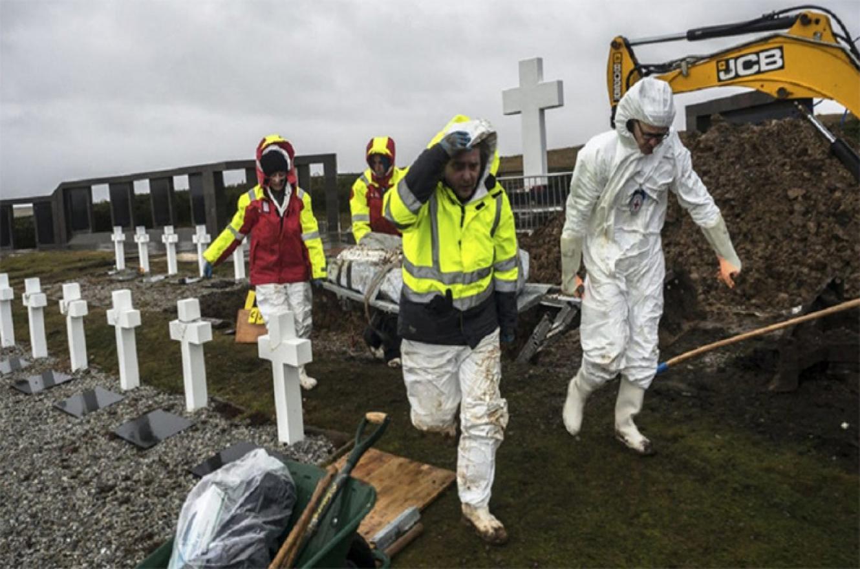 exhumaciones en el cementerio de Darwin