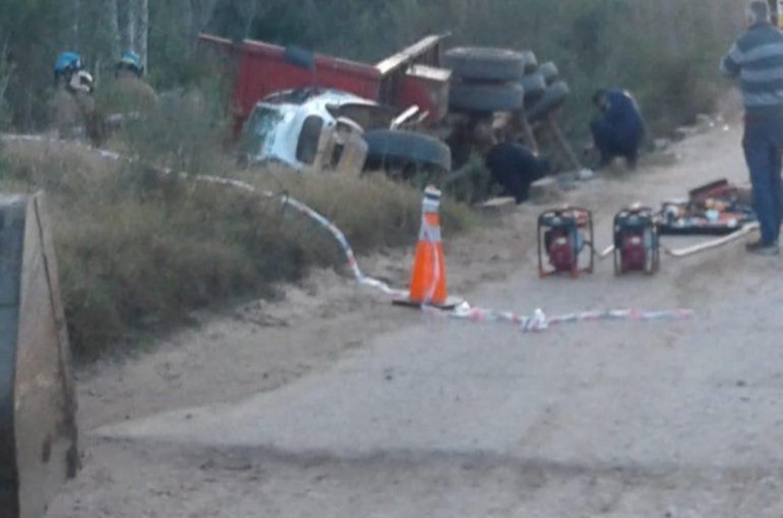 Un camión chocó contra la camioneta del exsenador Alasino y falleció una persona