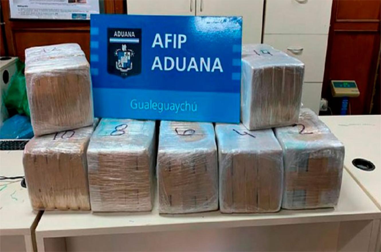 El cargamento de drogas detectado por la Aduana.