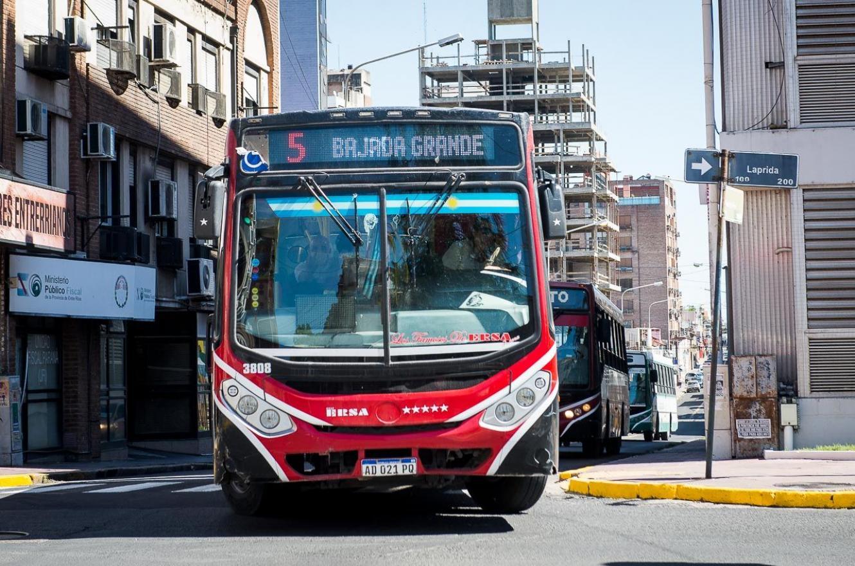 La línea 5 del transporte de pasajeros retoma su servicio en barrio Mosconi