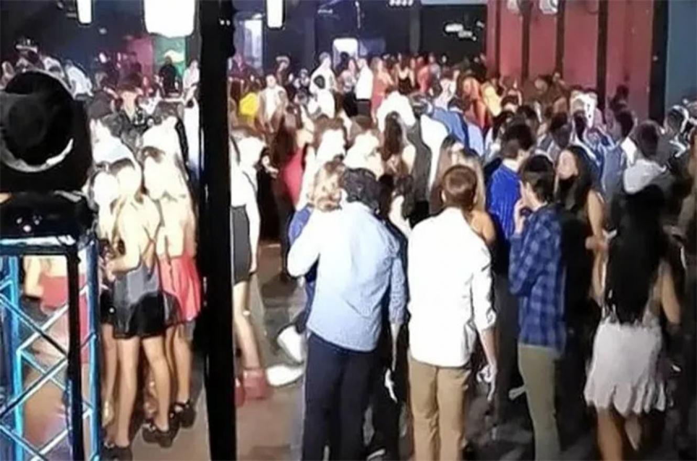 La Municipalidad de Paraná clausuró y desalojó un local ubicado en avenida José Manuel Estrada al 1600, donde se llevada a cabo un evento de recepción.