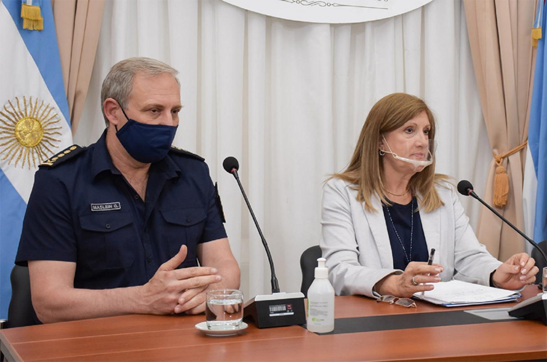 La ministra de Gobierno y Justicia, Rosario Romero y el jefe de la Policía de Entre Ríos, comisario general Gustavo Maslein.