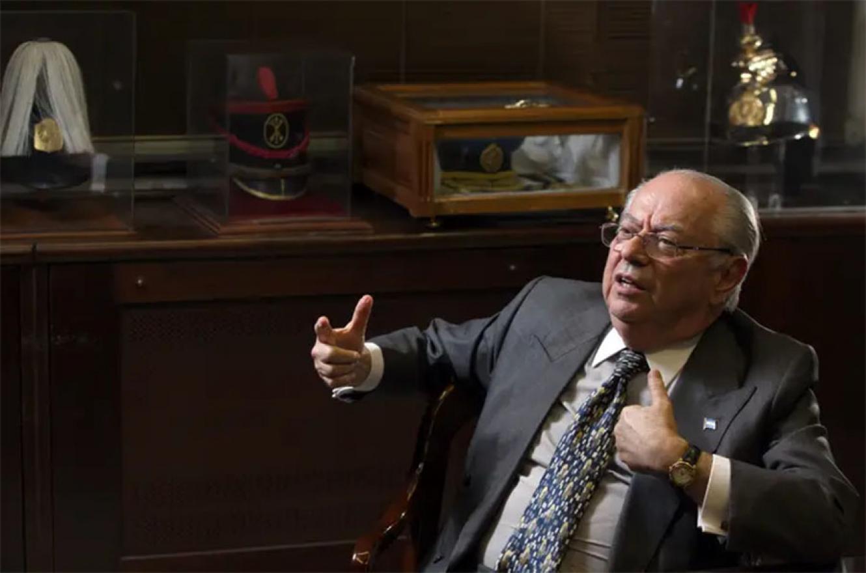 Carlos Corach fue ministro del Interior de Carlos Menem y después ocupó una banca en el Senado.