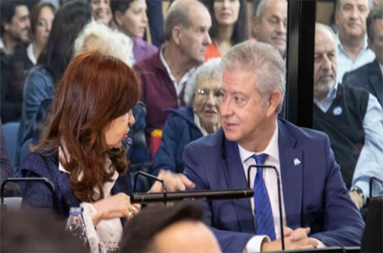 Cristina Fernández con su abogado Carlos Beraldi en la primera audiencia del juicio el 21 de mayo.