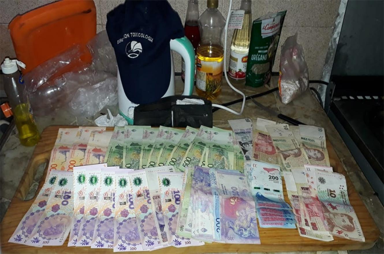 Los allanamientos realizados en General Ramírez permitieron detener a diez personas vinculadas con el narcomenudeo, además de secuestrar gran cantidad de dinero en efectivo.