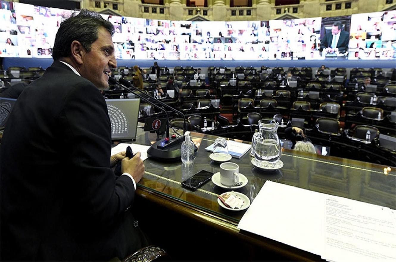 El presidente de la Cámara de Diputados, Sergio Massa, negocia con la oposición la aprobación de la moratoria, la oferta de la deuda y el presupuesto.