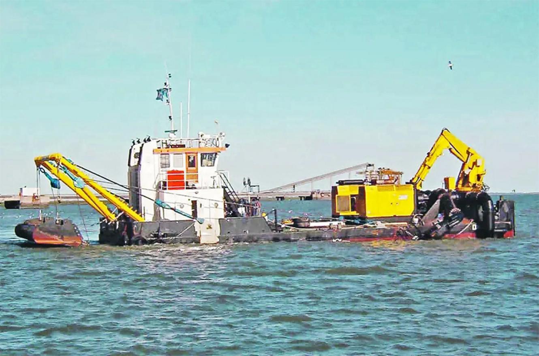 La Asociación de Abogados Ambientalistas de la Argentina denunció que la empresa belga Jan de Nul, que sigue operando en el río Paraná gracias a una nueva prórroga del contrato por el mantenimiento de la llamada Hidrovía.