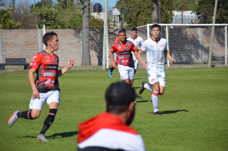 Reserva: sobre el final, el líder Estudiantes doblegó a Patronato en La Capillita