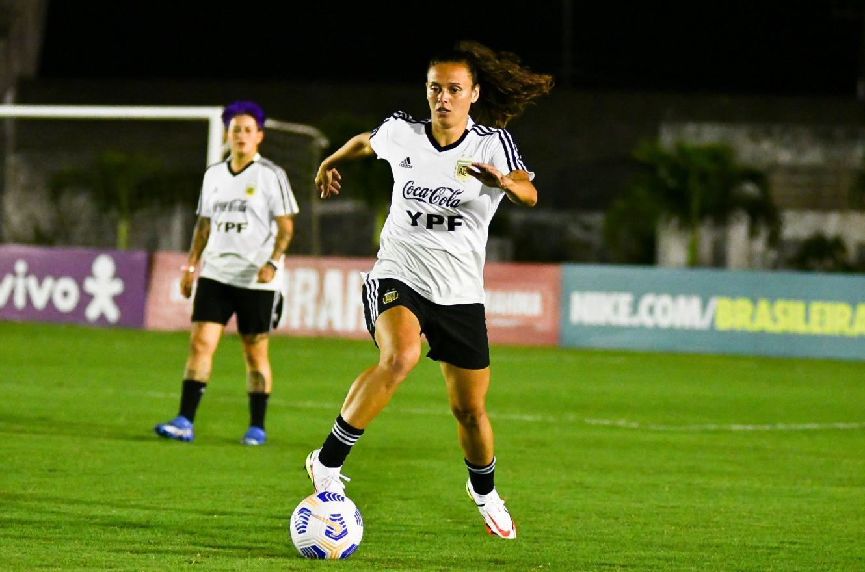 A la espera de la concordiense Yael Oviedo, la selección argentina entrenó en Brasil