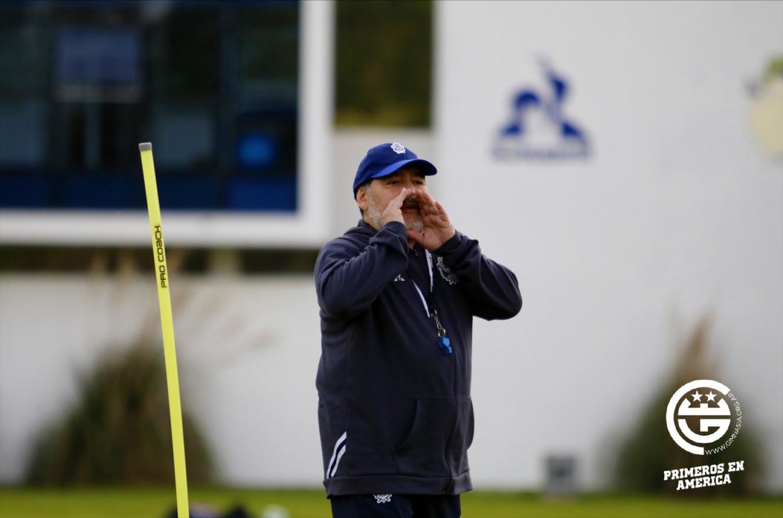 Después de visitar a Patronato, Newell's quiere festejarle el cumpleaños a Diego Maradona