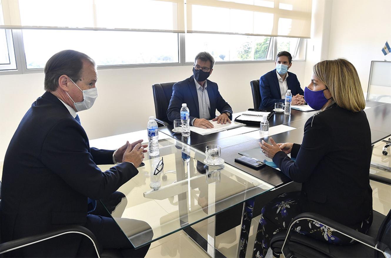 Bordet junto a la vicegobernadora Laura Stratta; el ministro de Planeamiento, Marcelo Richard, y el titular de Educación, Martín Müller, analizaron la inversión educativa.
