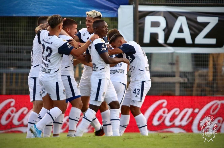 Fútbol: Gimnasia goleó a Talleres de Córdoba en el inicio de la segunda fecha