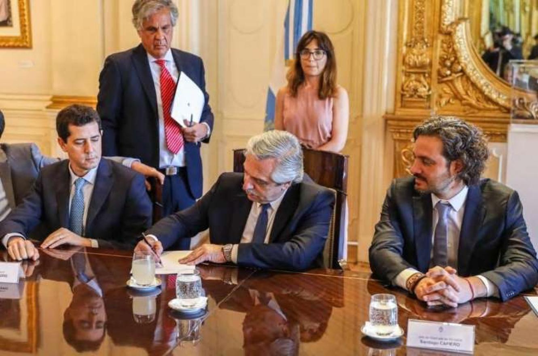 Alberto Fernández firmó el temario para extraordinarias