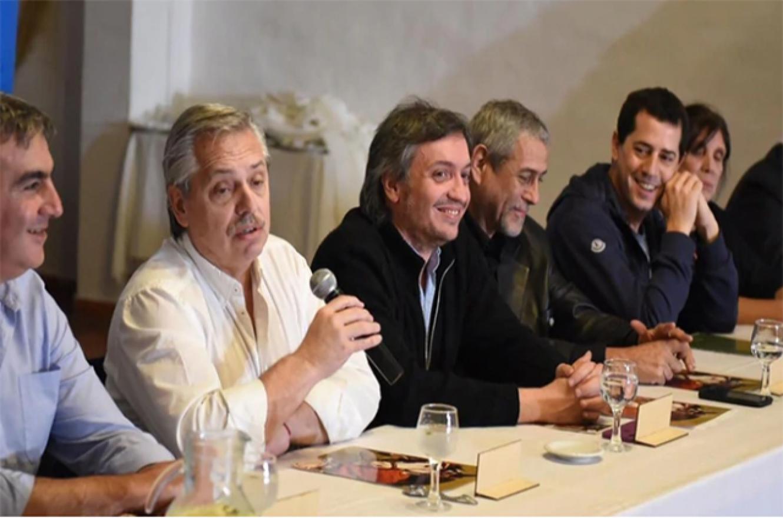 Alberto Fernández con dirigentes de La Cámpora