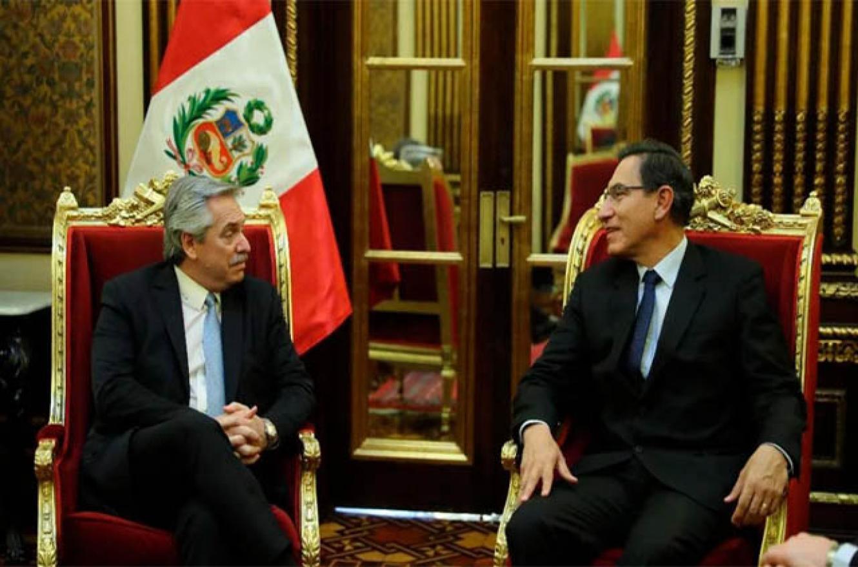 Alberto Fernández junto al presidente de Perú, Martín Vizcarra
