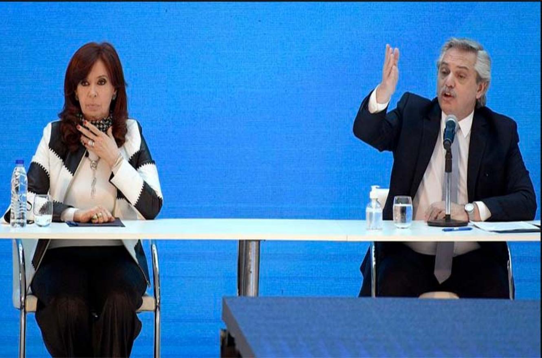 Alberto con Cristina en conferencia de prensa