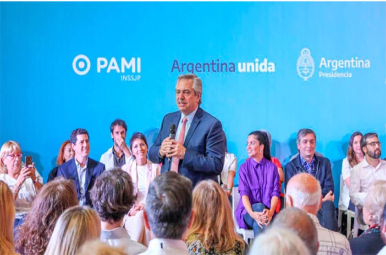 Fernández presentó medicamentos gratuitos