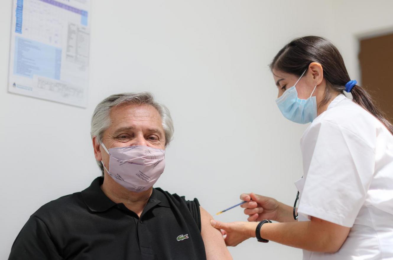 Alberto Fernández se vacuna contra el Covid