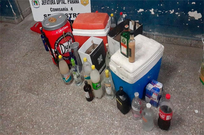 En algunos casos, al desarticular las reuniones no habilitadas por razones sanitarias, se secuestraron bebidas alcohólicas, se demoró a una persona y se notificaron a casi cien personas.