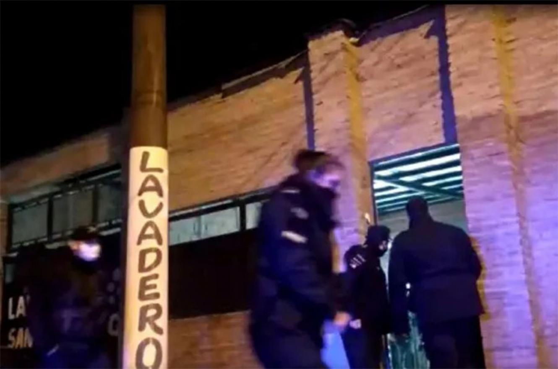 Fue en el B° Las Delicias de Santa Fe. Los vecinos denunciaron la fiesta. Policías y municipales se encontraron con 300 comensales, bailando y sin barbijos.