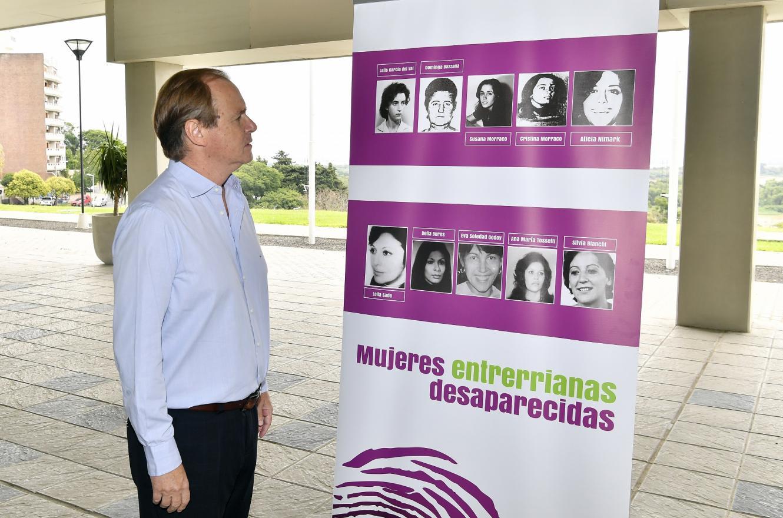 """Bordet visitó la muestra """"Ser mujeres en la ESMA""""."""