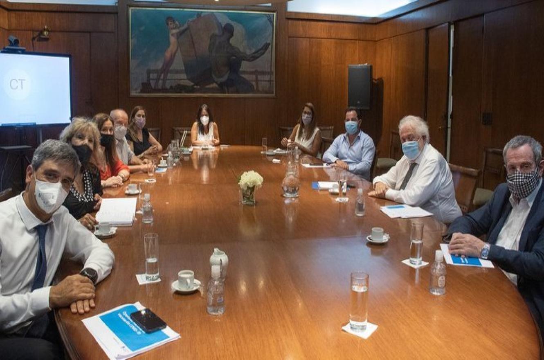 Ginés recibió a diputados para hablar de la campaña de vacunación