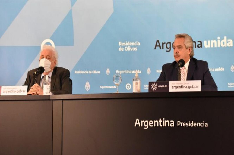 Ginés González García junto a Alberto Fernández