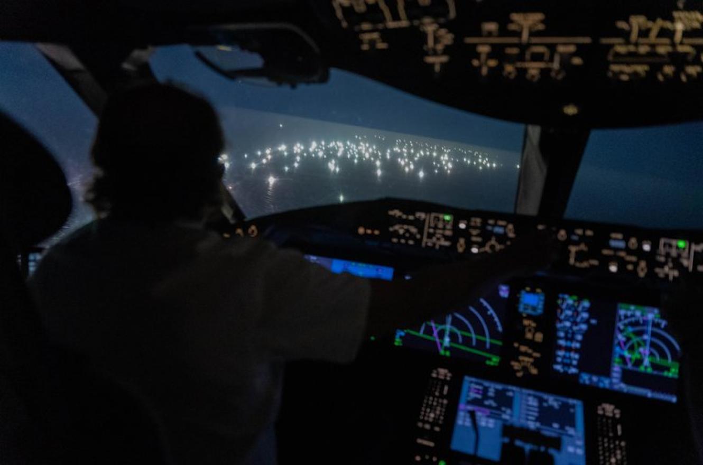 La ciudad de luces que flota en el Mar Argentino y está depredando las aguas