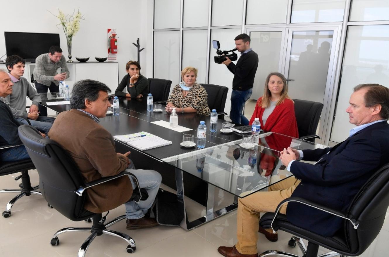 El gobierno busca conformar una mesa de diálogo social con organizaciones y gremios