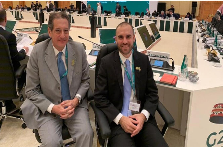 Guzmán, junto al presidente del Banco Central, Miguel Pesce,