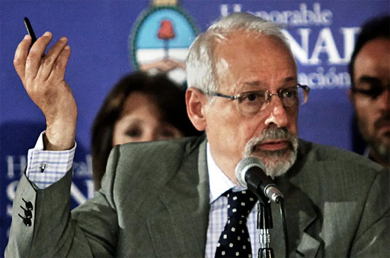 El periodista Horacio Verbitsky recibió la Sputink V en el vacunatorio que montó Ginés González García.