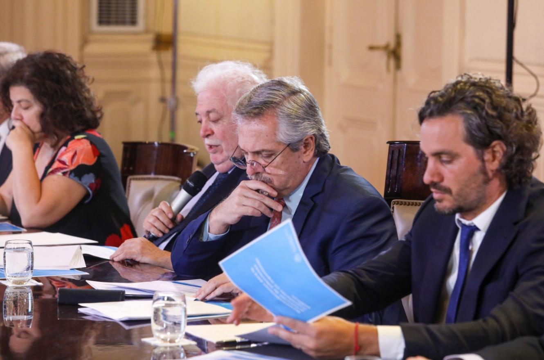 Fernández con ministros por coronavirus